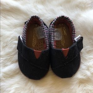 Baby shoe size 3 Toms